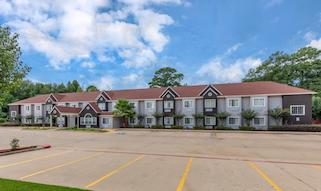 Exterior shot of the Quality Inn in Longview, Texas